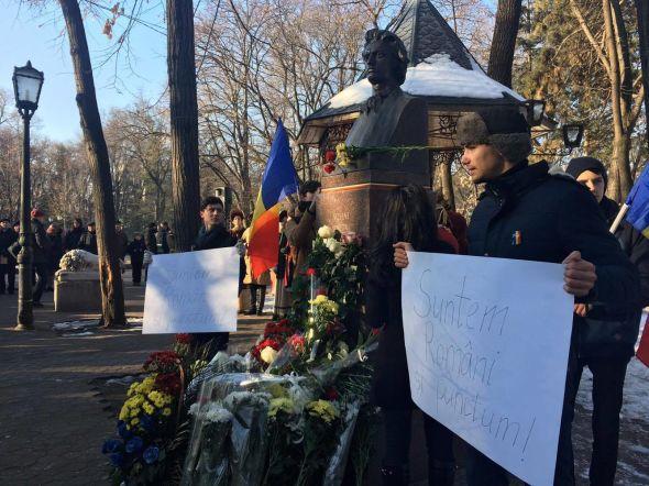 (FOTO) 167 de ani de la nașterea lui Eminescu// Românii de pretutindeni l-au comemorat astăzi pe Poetul Mihai Eminescu