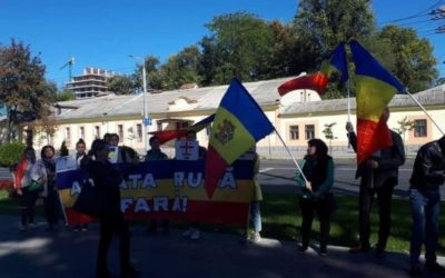 """""""La mulți ani, plecați acasă!"""" De ziua lui Putin, unioniștii au cerut retragerea armatei ruse din regiunea transnistreană"""