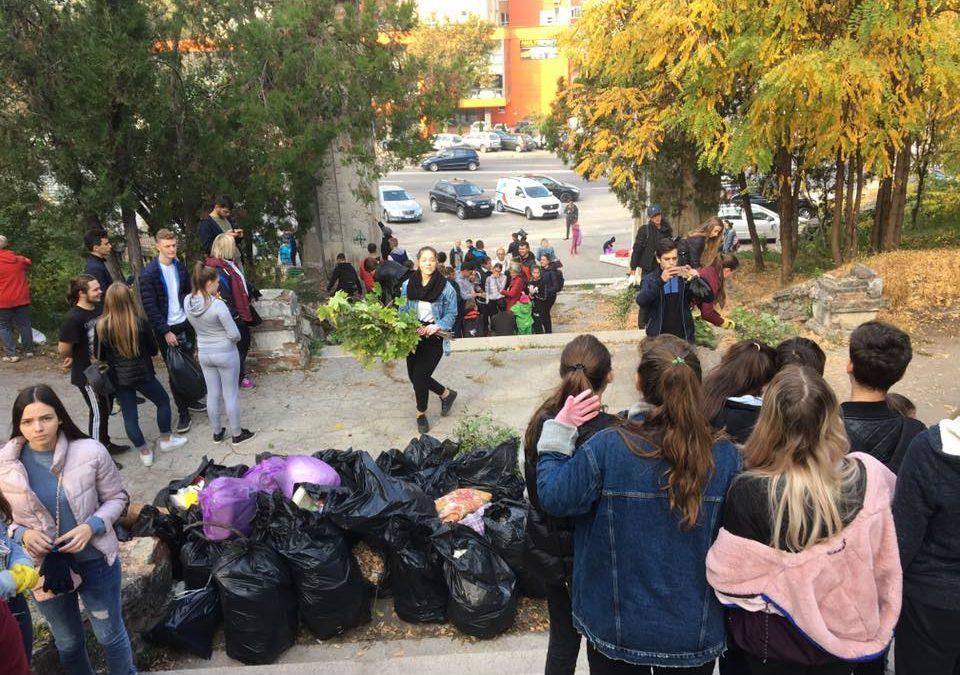 (FOTO) Unioniștii au salubrizat Cimitirul Eroilor Români din Chișinău