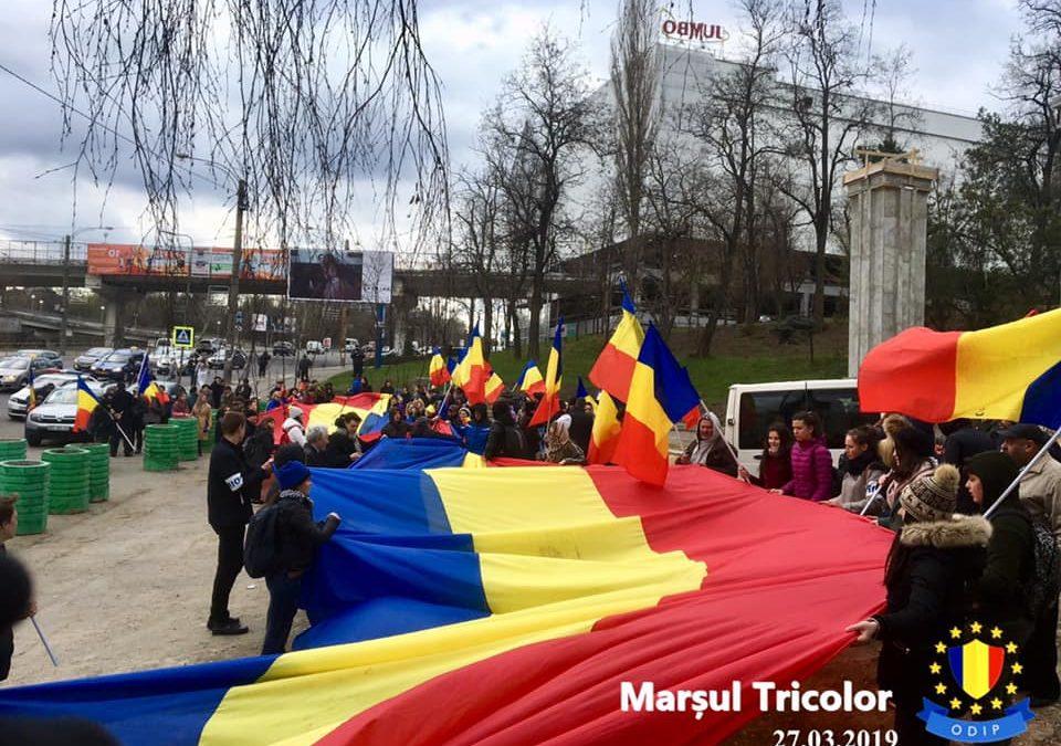 Un tricolor de 101 metri a fost întins pe străzile Chișinăului la 101 ani de la Unirea Basarabiei cu România