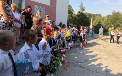 (FOTO/VIDEO) Daruri de la unioniști pentru elevii satului Aluatu, raionul Taraclia