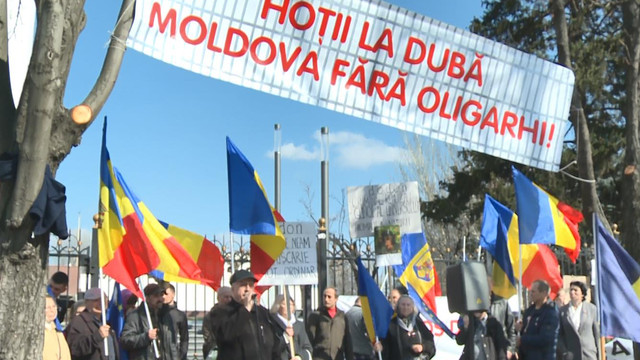 (VIDEO) Unioniștii au organizat un protest la Președinție împotriva alianței PSRM-PD